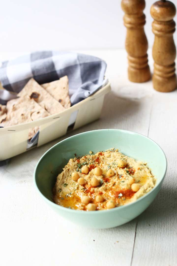 Easy homemade hummus is a great dip made with chickpeas. Delicious snack with crunchy tortillas #thetortillachannel #easyhummus #hummusrecipe #chickpearecipe #chickpeahummus