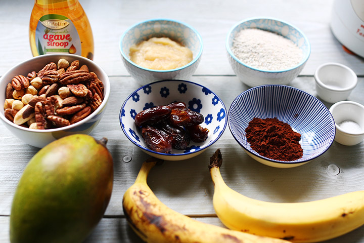 Chocolate fruit pecan pie ingredients