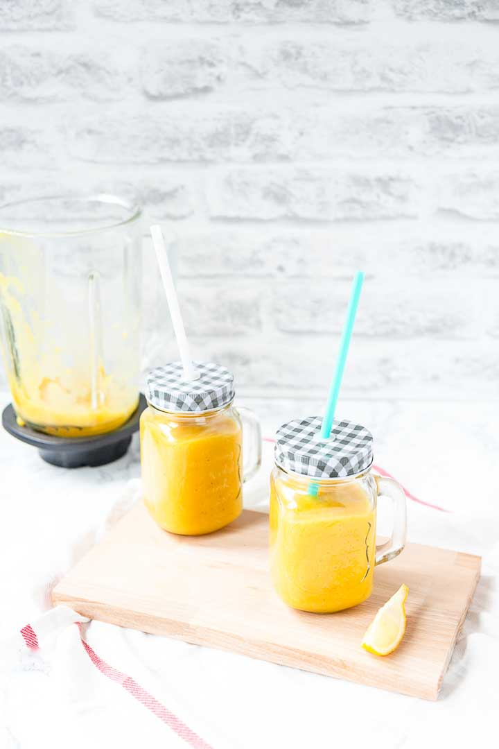 Healthy mango smoothie is great for breakfast or as a midday snack. Only fruit totally vegan and so easy to make. Visit thetortillachannel.com for the full recipe and video #thetortillachannel #mangosmoothie #mangobanana #smoothie #mangobananasmoothie