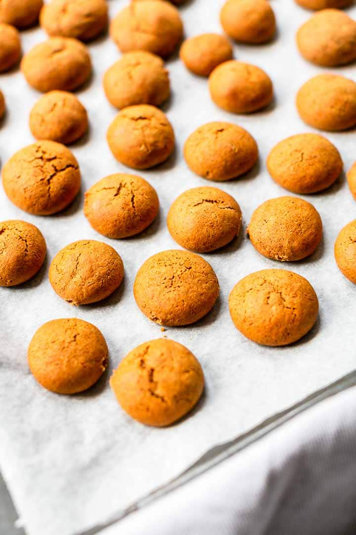 Looking for a great sweet treat try these peppernuts cookies also known as pepernoten? Pepernoten are a Dutch treat that taste like gingerbread cookies. You can easily turn them into macarons. Visit thetortillachannel.com for the full recipe + video #thetortillachannel #peppernuts #pepernoten #kruidnoten #gingerbreadcookies