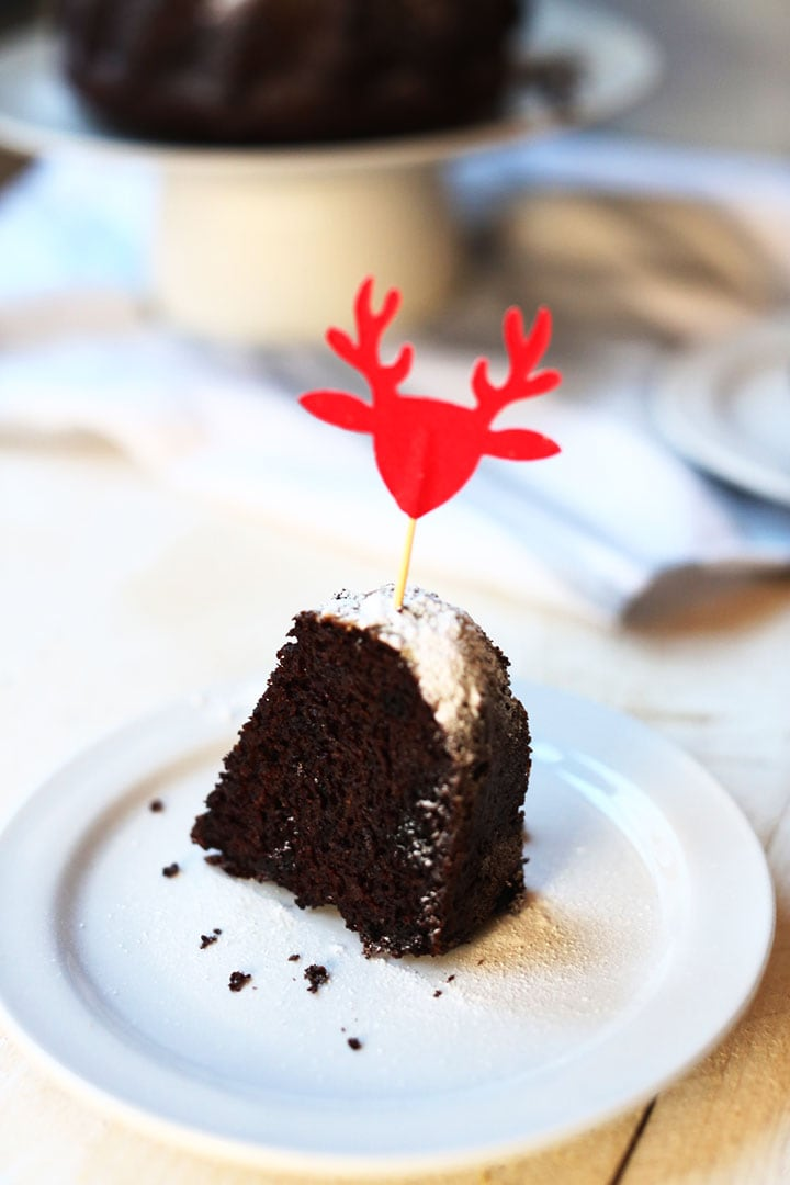 Chocolate bundt cake is a delicious gluten free recipe. Great as a birthday cake, coffee cake or Christmas cake. Visit thetortillachannel for the full recipe and video #thetortillachannel #chocolatecake #glutenfreecake #bundtcake #christmascake #christmasrecipe