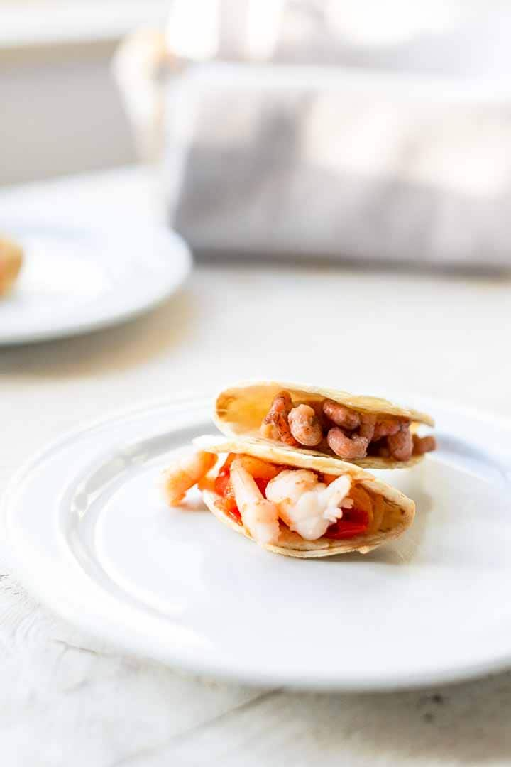 Looking for an easy party snack? Try these mini tacos with shrimp made with homemade tortillas baked in the oven. Visit thetortillachannel.com for the full recipe + video #thetortillachannel #minitacos #minitacoswithshrimp #shrimptacoappetizers #partysnack #shrimpappetizers
