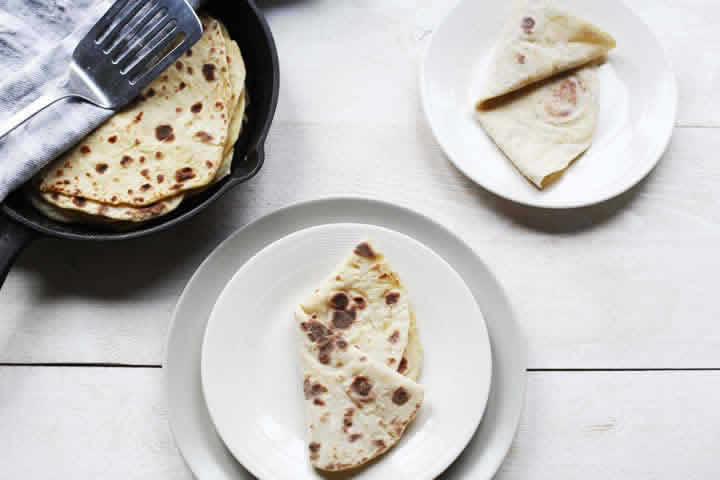 how to make potato flatbread roti with two plates with roti
