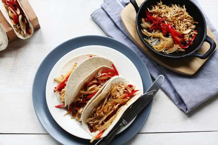 Perfect Pulled Chicken Fajitas in 5 easy steps Pin it now so you can use it later. Visit thetortillachannel.com