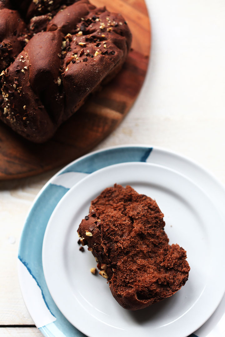 Chocolote pull apart bread with pecan nuts and choco nibs. Great sweet bread recipe.