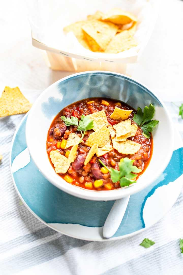 Want to learn how you can make easy Mexican bean soup that is a little spicy, hearty and full of flavor? Eat for lunch or dinner and decorate with crunchy tortilla chips. Visit thetortillachannel.com for the full recipe and video. #thetortillachannel #beansoup #Mexicanbeansoup #vegansoup #easysouprecipe #souprecipe
