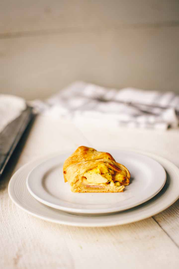 Ham eg and cheese crescent ring is great as special breakfast or lunch dish. It uses ready made crescent or croissant dough. Visit thetortillachannel.com for the recipe and video instruction