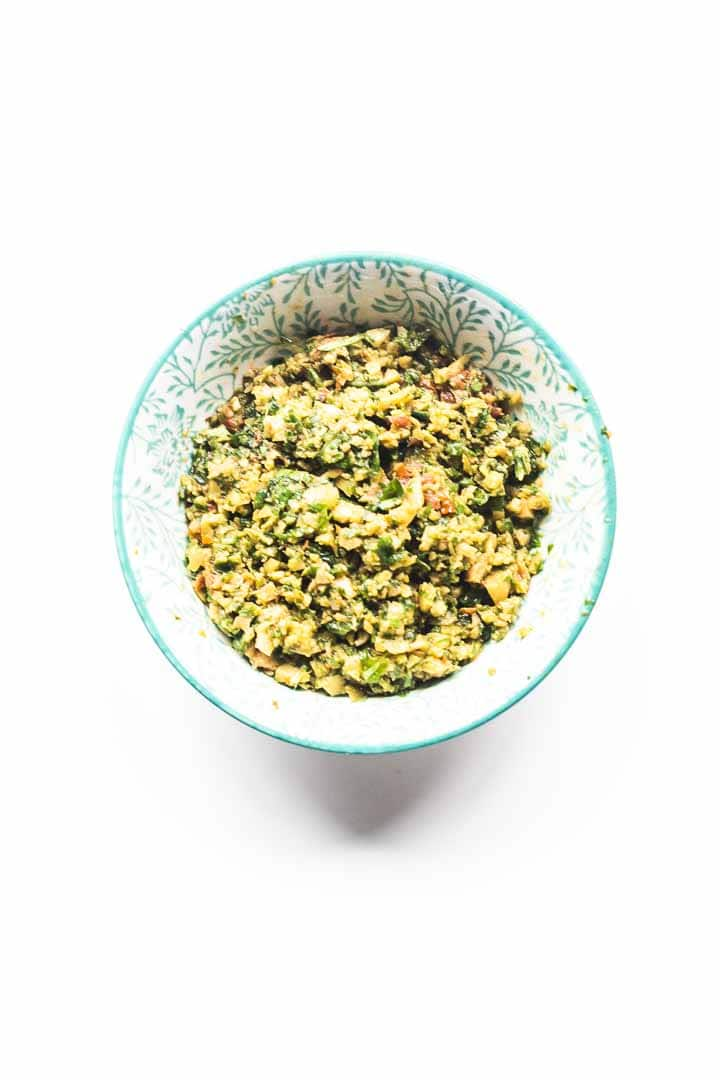 Looking for a tapenade recipe? Look no further because here you a great an easy green olive tapenade. A handfull of ingredients and done in 5 minutes. Visit thetortillachannel.com for the full recipe #thetortillachannel #tapenade #olivetapenade #greenolivetapenade