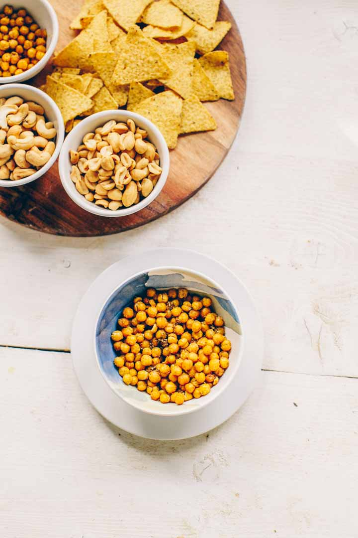 Roasted spicy chickpeas snack is easy to make. Made with chickpeas, olive oil and spices like garlic powder, paprika powder, chili and oregano. A great chickpea snack.