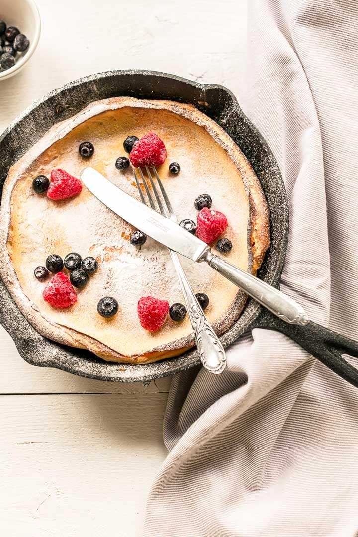 Looking for the perfect breakfast, lunch or dessert? Take a look at this sweet Dutch baby pancake recipe. The best pancake recipe done in no time. Visit thetortillachannel.com for the full recipe and video. #thetortillachannel #pancake #breakfast #lunch #dessert #dutchbaby #sweetdutchbaby #pancakerecipe #dutchbabypancake