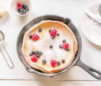 Sweet Dutch baby pancake. Making pancakes from scratch is easy. Visit thetortillachannel.com for the full recipe and video instruction. #dutchbabypancake #pancakerecipe #castironpancake #pancakefromscratch #germanpancake
