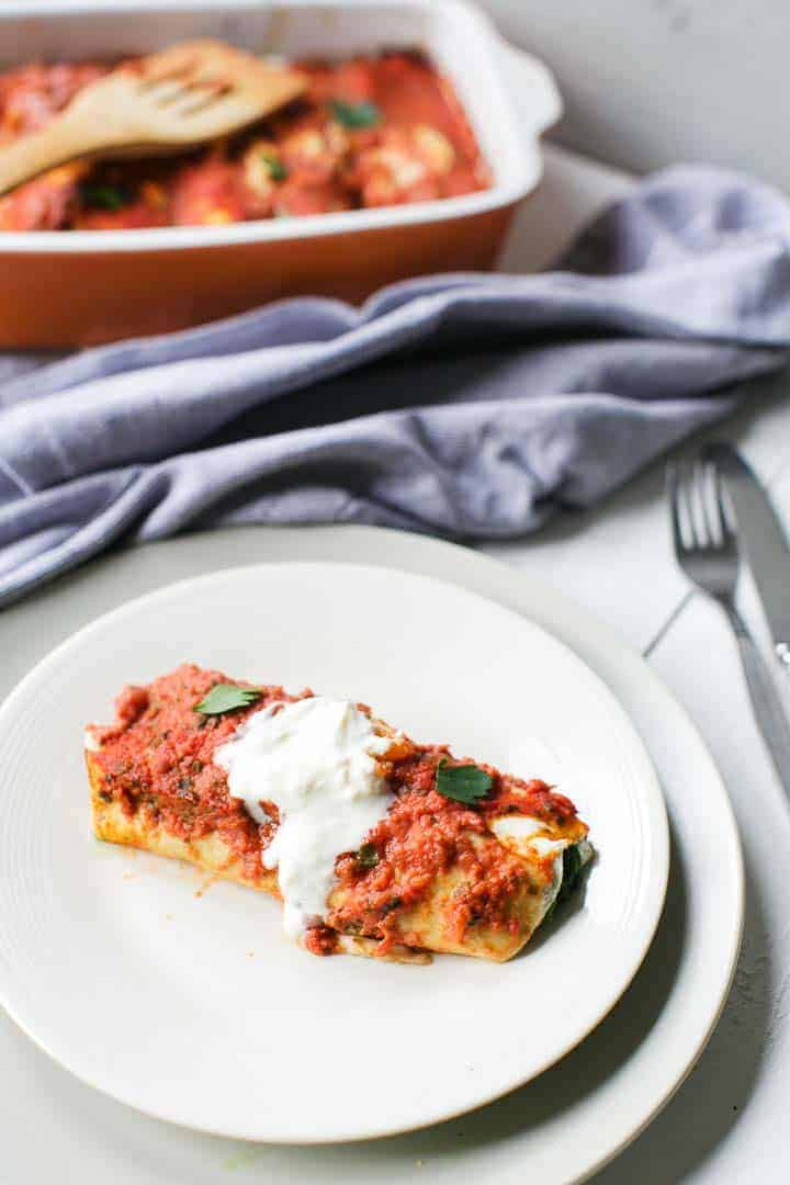Healthy enchilada with spinach and chicken. Oven baked great weeknight dinner. Visit thetortillachannel.com for the full instruction with video. #enchilada #spinachenchilada #healthyenchilada #easyrecipe