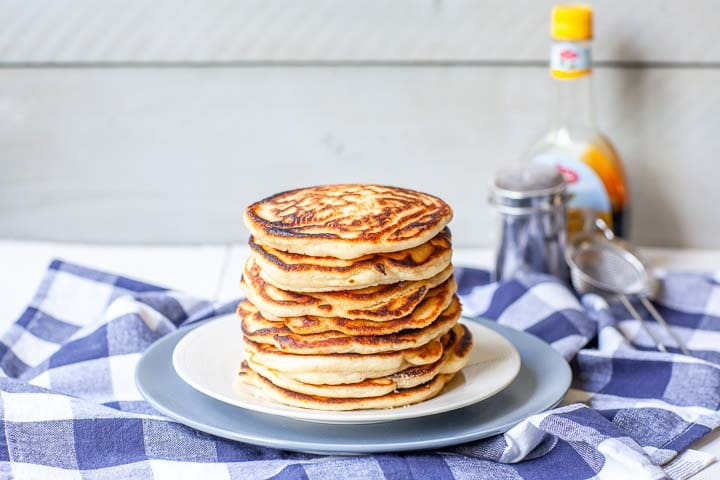 How to make Fluffiest pancakes from scratch done in 20 minutes with syrup and sugar. Great for breakfast, lunch or dinner. Want to make this recipe visit thetortillachannel.com #fluffypancake #easypancakerecipe #thefluffiestpancake #americanpancakes