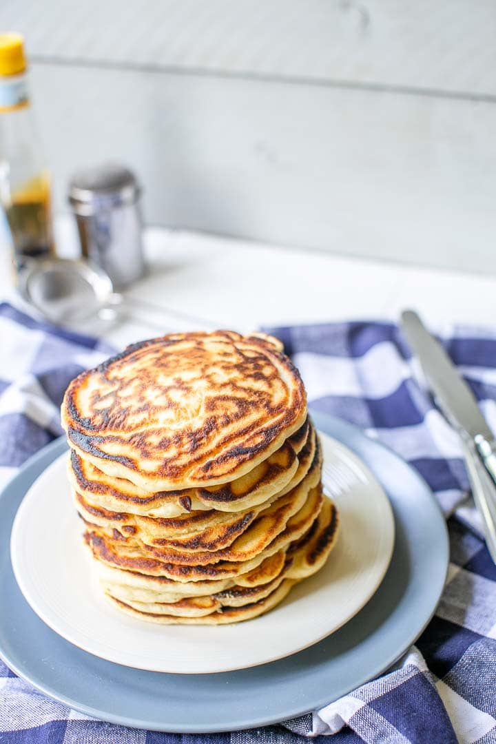 How to make Fluffiest pancakes from scratch done in 20 minutes with syrup and sugar. Great for breakfast, lunch or dinner. Want to make this recipe visit thetortillachannel.com #fluffypancake #easypancakerecipe #thefluffiestpancake