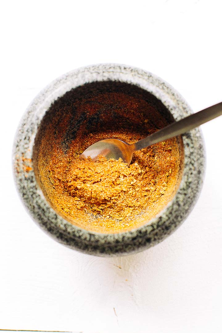 Chili powder that you will absolutely love. Easy to make #chilipowder #homemadechilipowder #chiliseasoning #chili