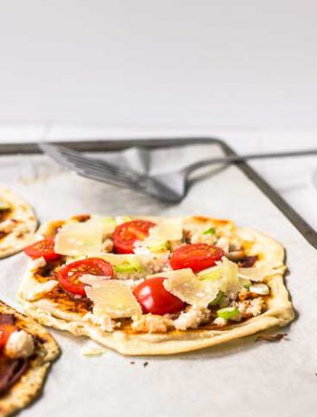 Oven baked curry crab flatbread is great dinner or lunch option easy to make with flatbread, curry paste, crab meat, scallion and parmesan. Make this recipe visit thetortillachannel.com #flatbread #currycrabflatbread #crabflatbreadpizza #flatbreadpizza #dinnerrecipe