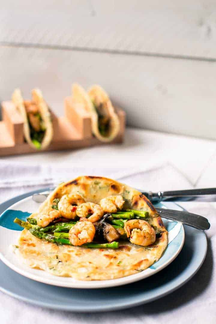 Great dinner recipe garlic shrimp asparagus tacos. Great for taco tuesday. Want to make this recipe visit thetortillachannel.com #tacos #asparagas #shrimp #shrimptacos #tacotuesday #shrimpasparagusskillet #castironskillet #easytaco
