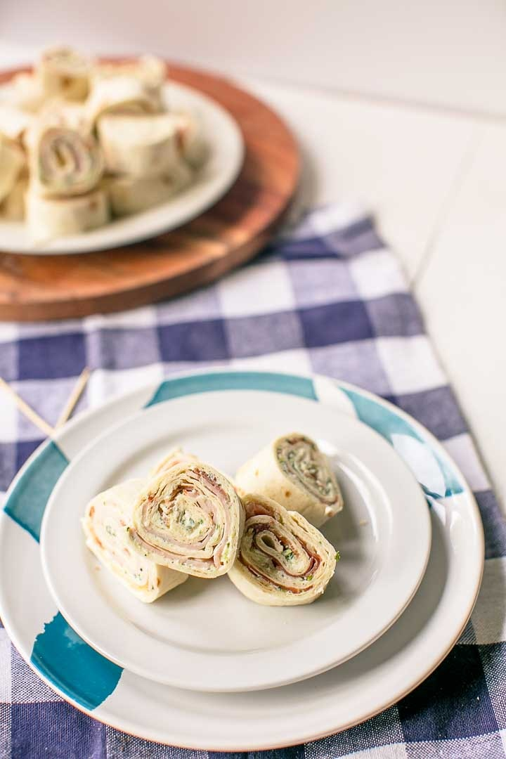 How to make a stack of turkey ranch tortilla pinwheels snack. Want to make these visit thetortillachannel.com #pinwheels #tortillapinwheels #creamcheesepinwheels #turkeybaconpinwheels #pinwheelssnack