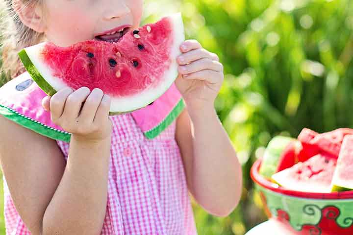 Why you should teach your kids to eat healthy. Great tips to learn your kids to eat healthy. Visit thetortillachannel.com for all the tips #eathealthy #kidseathealthy #healthyeating