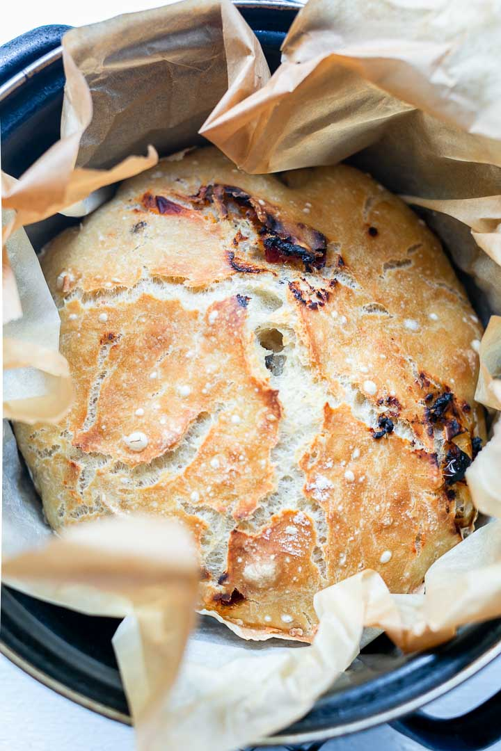 No knead mediterranean bread. Easy bread recipe. Cheap and very delicious rustic bread. Want to make this bread visit thetortillachannel.com #breadrecipe #nokneadbread #noknead #rusticbreadrecipe