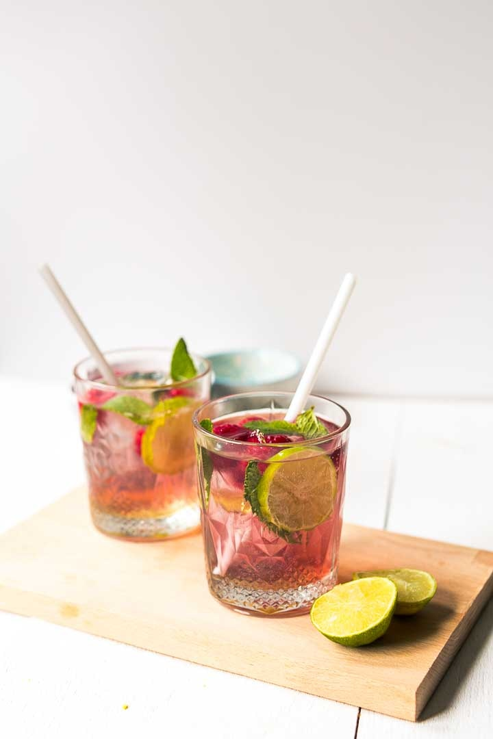 Easy raspberry mojito cocktail with Barcadi rum, raspberries, syrup and Pellegrino. A great summer cocktail or party drink. Visit thetortillachannel.com #mojito #raspberrymojito #mojitococktail #summermojito