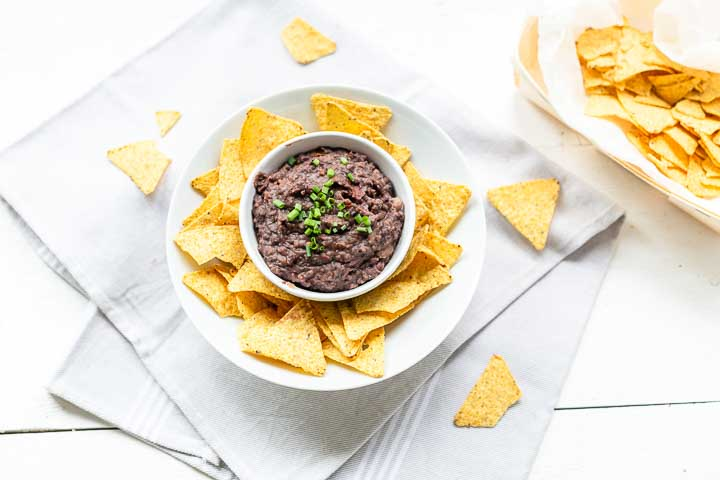 How to make spicy black bean salsa. Great as a snack with tortilla chips or as a side dish. Visit thetortillachannel.com #salsa #blackbeansalsa #homemadebean