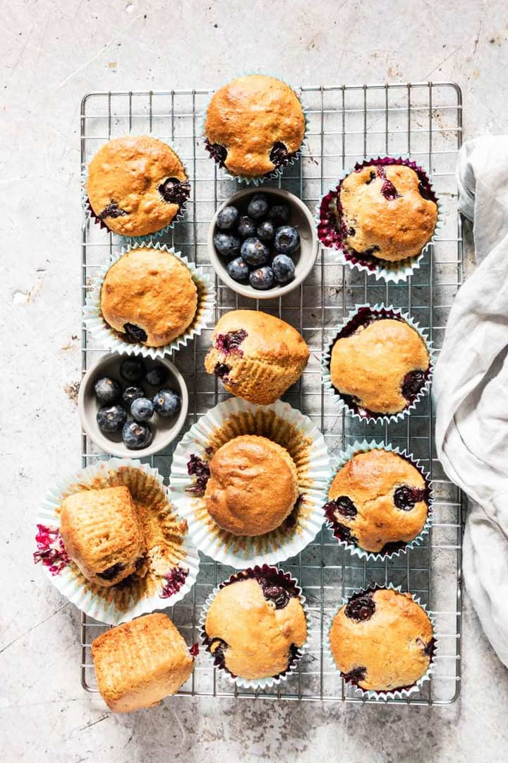 The ultimate guide to the best 15 vegan muffins. Check them all at thetortillachannel.com #veganmuffins #15bestveganmuffins #15muffinrecipes #15bestmuffinrecipes