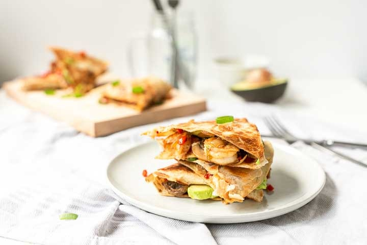 Avocado shrimp quesadillas are a perfect lunch or dinner recipe. Healthy and crispy tortillas with vegetables, avocado and seafood. #thetorillachannel #quesadillarecipe #shrimpavocadolunch #avocadoshrimpquesadilla #quesadilla