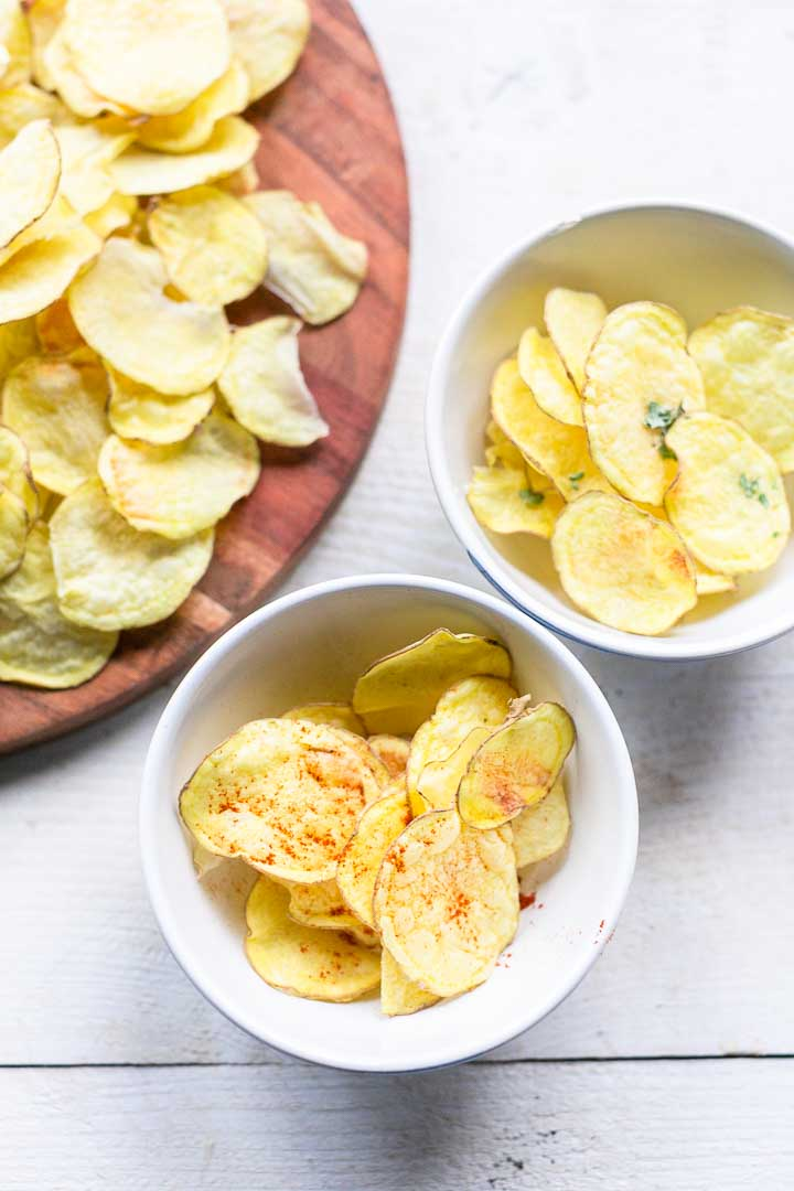 How to make crisp no fat homemade potato chips. The easiest recipe for no fat chips that you can eat every day. Want to know how? Visit thetortillachannel.com VIDEO included. #homemadechips #potatochips #nofatpotatochips #lowfatchips