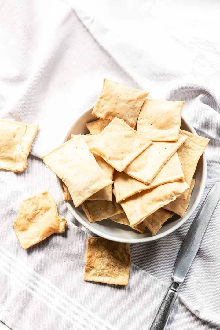 Want to make homemade crackers? Try this easy flatbread cracker recipe. These Rosemary sea salt crackers are very easy to make, super tasty and done in no time. Visit thetortillachannel.com for the full recipe #thetortillachannel #homemadecrackers #homemadecrackerrecipe #flatbreadcrackers #crackers #rosemaryseasaltcrackers