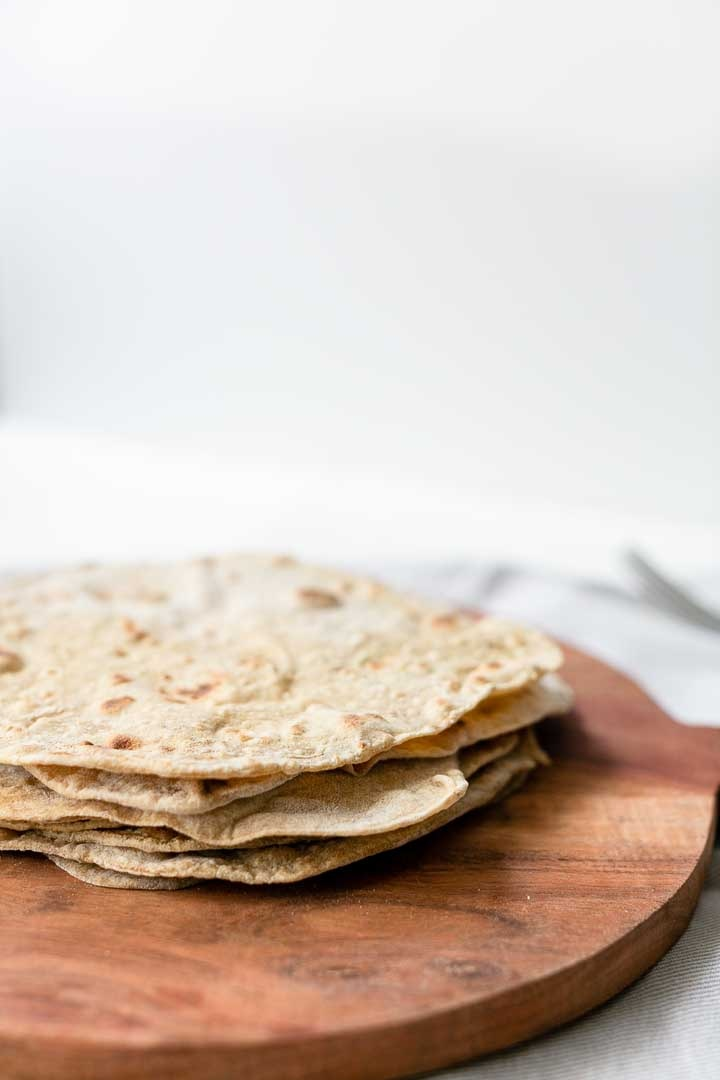 How to make Moroccan flatbread with spices. Great flatbread recipe that you can eat as a tortilla. Visit thetortillachannel.com for the full recipe. #flatbread #tortilla #moroccanflatbread #moroccantortilla