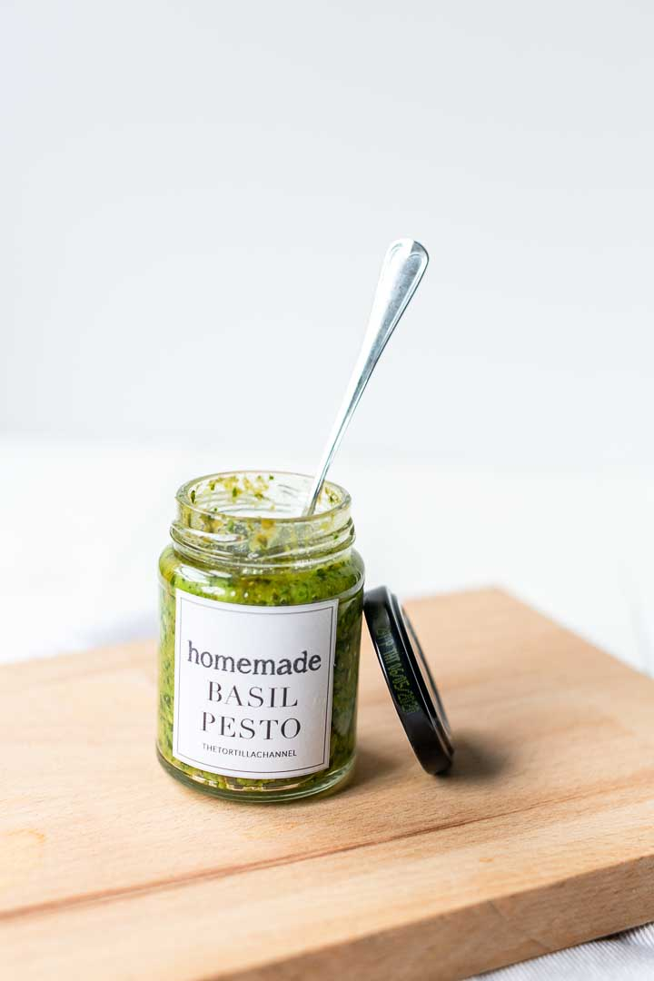 The best pesto recipe. Easy to make with classic ingredients like basil, pine nuts and garlic. A true kitchen essential #basilpesto #easypesto #simplepesto #thebestpesto #vegetablepesto