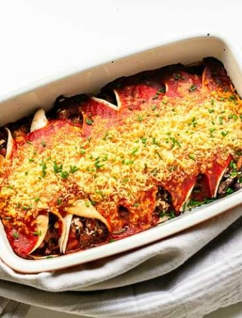 Easy beef enchilada recipe. Done with only 10 ingredients and your oven. A new family favorite dinner recipe. #thetortillachannel #beefenchilada #easybeefenchilada #enchiladarecipe #easy enchilada recipe