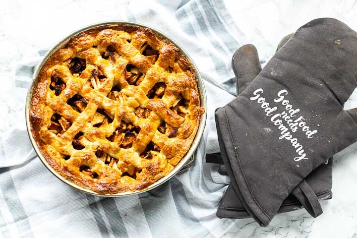 Dutch apple pie recipe the perfect dessert. Rustic sweet apple treat great with coffee or as dessert. #thetortillachannel #dutchapplepie #dutchapplepierecipe #applepie #sweetdessert #sweetbaking