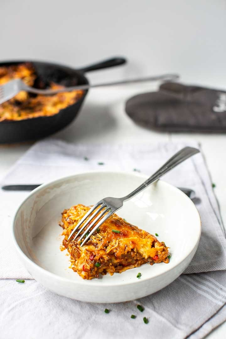 The best taco lasagna an easy Mexican dinner recipe made with tortillas and a skillet #thetortillachannel #tacolasagna #thebestlasagna #tortillalasagna #beeftortillalasagna #easytacolasagna
