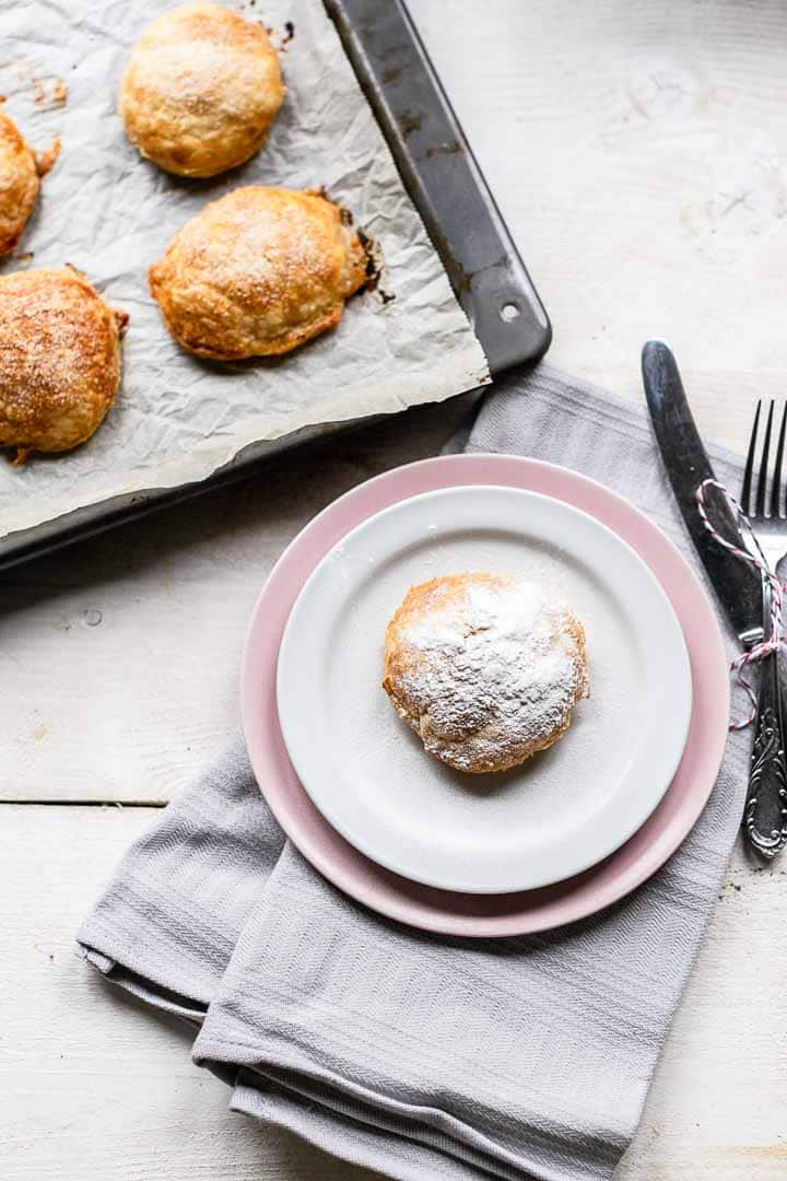 Looking for appelflappen the sweet Dutch apple beignets? Take a look at this apple fritters recipe great for New Years eve, Christmas, Easter or any afternoon tea. Visit thetortillachannel.com for the full recipe and video #thetortillachannel #appelflappen #applebeignets #applefritters