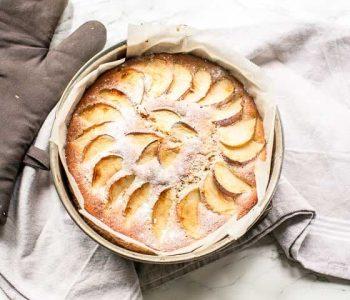 This dairy free apple cake recipe is soft and moist. A true sponge cake that is the best dessert #thetortillachannel #applecake #applecakerecipe #easycake #homemadecake
