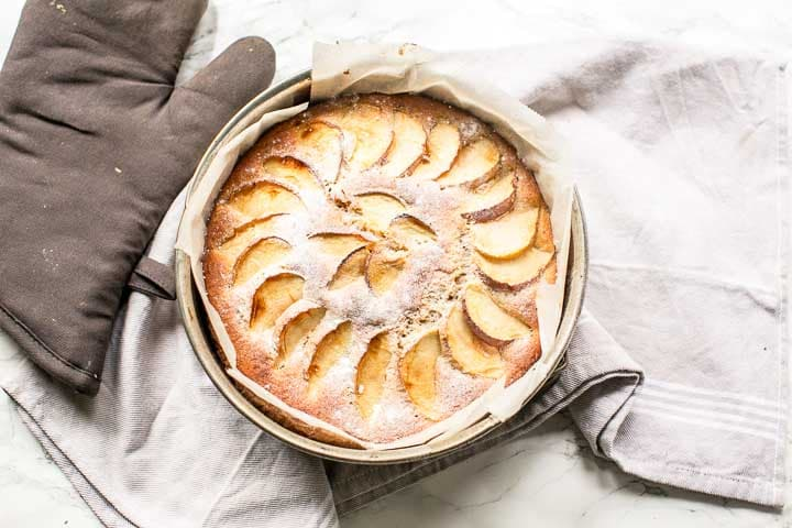 This dairy free apple cake recipe is soft and moist. A true sponge cake that is the best dessert #thetortillachannel #applecake #applecakerecipe #easycake #homemadecake