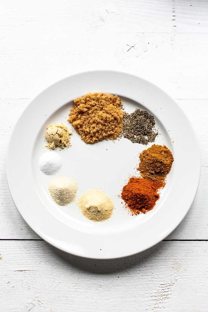 This BBQ rub recipe is easy to make for all your meat, fish and vegetables on the barbecue or under the grill. Visit thetortillachannel.com #thetortillachannel #barbecuerub #bbqrubrecipe #easybbqrub #brownsugarrub