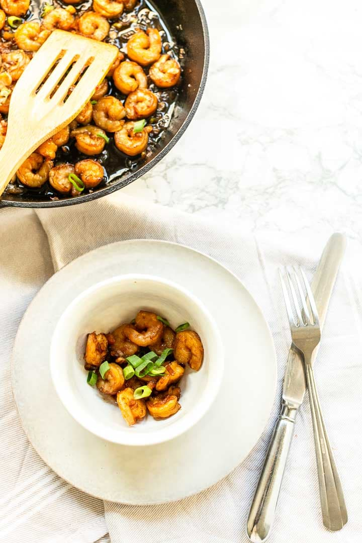 How to make honey garlic shrimp is a great dinner recipe. Easy to make a fast dinner recipe. #thetortillachannel #honeygarlicshrimp #fastdinner #shrimprecipe #easyshrimp