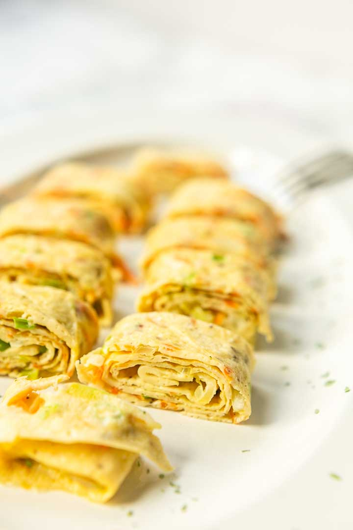 This Korean egg roll omelet recipe is super easy. Also known as Gyeran mari is a Korean side dish filled with a lot of vegetables but can also be eaten with fish or meat. It is like a Korean tortilla visit thetortillachannel.com for the full recipe #thetortillachannel #koreaneggroll #koreanrolledomelet #koreanrolledomelette #eggrecipe #omeletrecipe