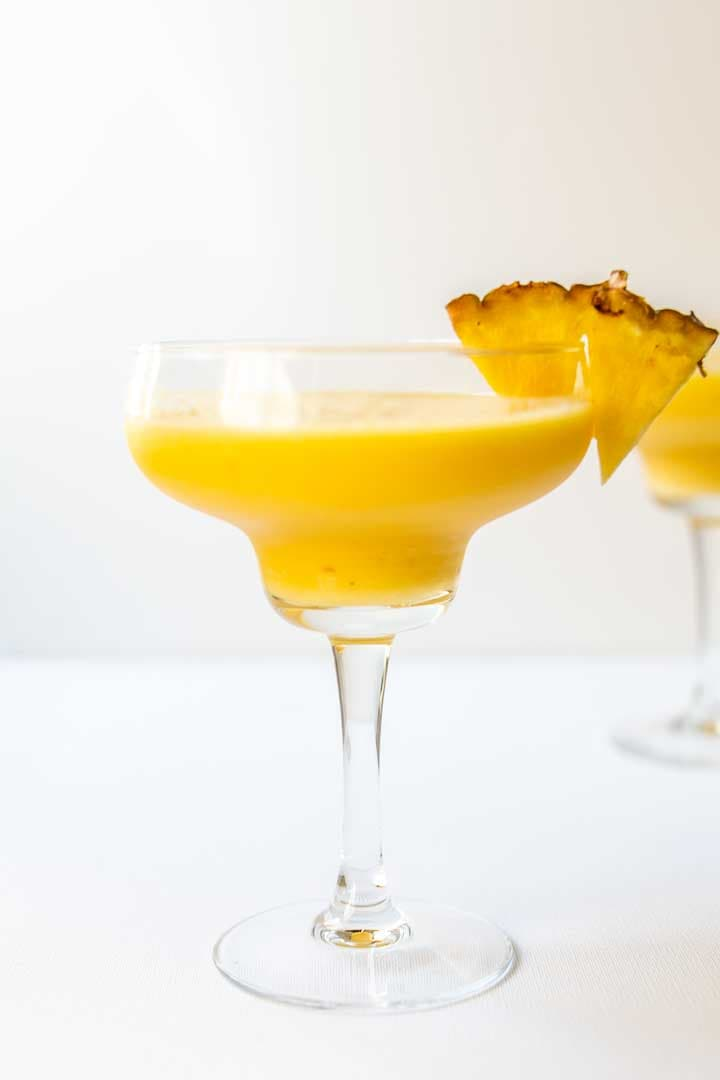 Mango daiquiri is a cocktail made with mango, pineapple and lemon juice. You can drink it any time at a party, in summer or even in the winter. Visit thetortillachannel.com for the full recipe #thetortillachannel #daiquiri #frozendaiquiri #mangodaiquiri #daiquiricocktail #mangodaiquirirecipe