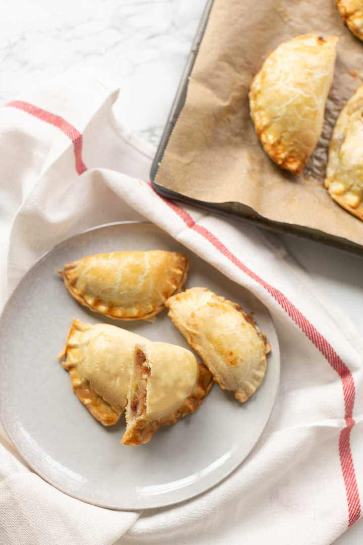 Sweet apple empanadas made with homemade empanada dough and apple pie filling. Visit the tortillachannel.com #thetortillachannel #sweetempanadas #sweetappleempandas
