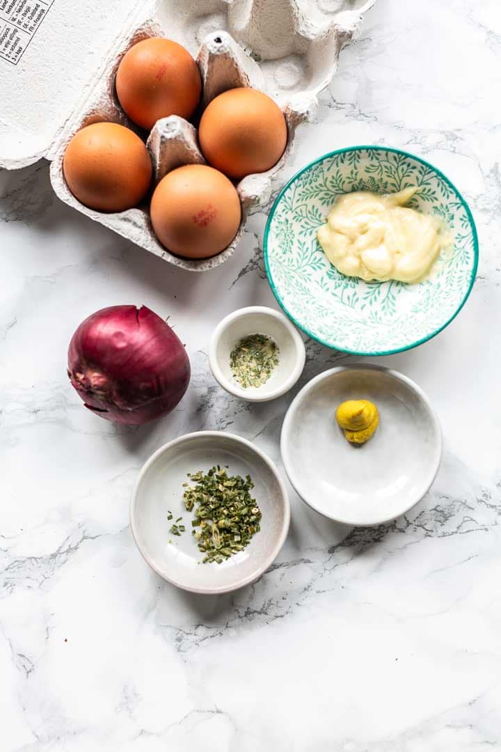 The best egg salad ever. This rustics salad taste amazing on a toast, crackers or a slice of bread. Serve for lunch or a snack. Visit thetortillachannel.com for the full recipe. #thetortillachannel #eggsalad #salad #thebestsalad #lunchrecipe #snack #snackrecipe #easyeggsalad #eggsaladrecipe
