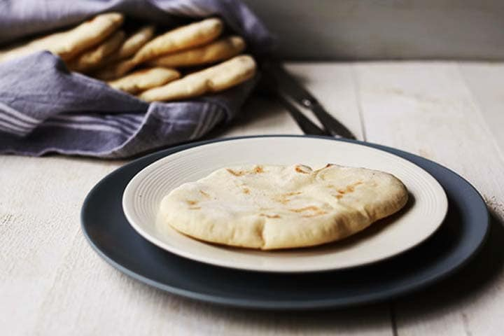 How to make the best pita bread recipe is easy. With these 5 tips you will get fluffy puffed up pita bread. #thetortillachannel #pitabread #pitabreadrecipe #thebestpitabread #howtomakepita #howtomakepitabread