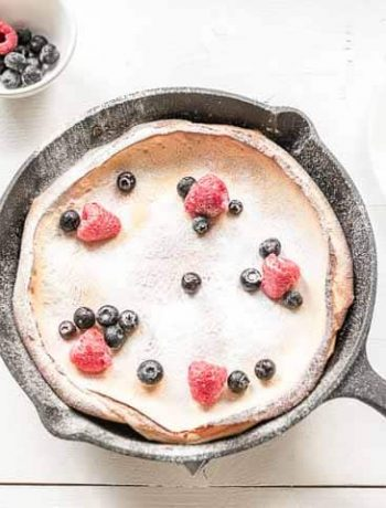 Heat up your skillet and bake this amazing sweet Dutch Baby pancake. Add your favorite fruits and you get a delicious breakfast, lunch or dessert. Want to try it visit thetortillachannel.com for the full recipe and video #thetortillachannel #dutchbaby #sweetdutchbaby #dutchbabypancake #pancakerecipe #pancake