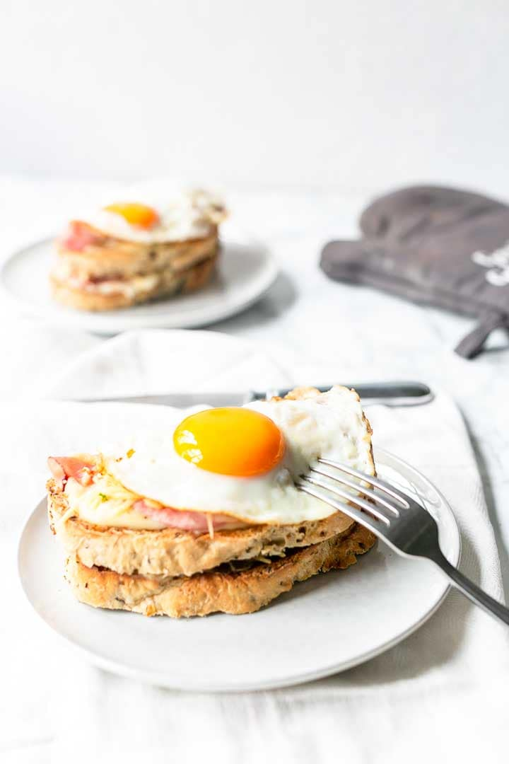 How to make the best croque madame. Great lunch or late night supper this grilled ham and cheese recipe is special and tasty. Visit thetortillachannel.com for the full recipe #thetortillachannel #croquemadame #grilledcroquemadame #grilledhamcheesesandwich #dinnerrecipe #lunchrecipe