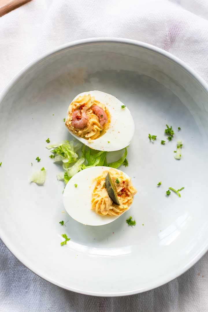 These deviled eggs are great with a picnic or serve at your next party! Super easy to make and a delicious snack or tapas. Visit thetortillachannel.com for the full recipe. #thetortillachannel #deviledeggs #picnicrecipe #partyrecipe #snack #tapas #eggrecipe #easydeviledeggs