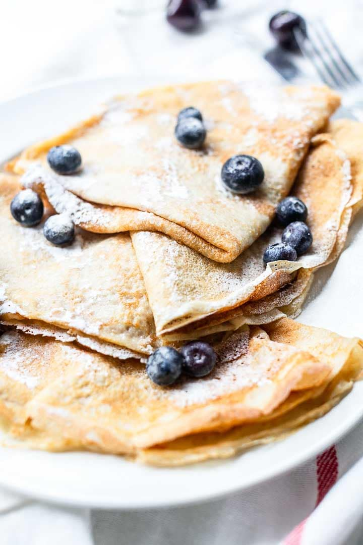 Looking for the best crepes? Try this simple crepe recipe. On the table in less than 15 minutes great for breakfast or dessert. You can eat it with lots of different fillings. Visit thetortillachannel.com for the full recipe. #thetortillachannel #crepe #creperecipe #simplecreperecipe #breakfast #dessert