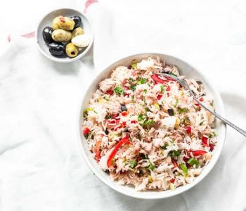 Looking for a great mediterranean rice salad recipe? Try this Andalusian ensalada de arroz. You will love this easy Spanish rice salad with tuna. Visit thetortillachannel.com for the full recipe. #thetortillachannel #ricesalad #ricesaladwithtuna #ricesaladrecipe #salad #saladrecipe
